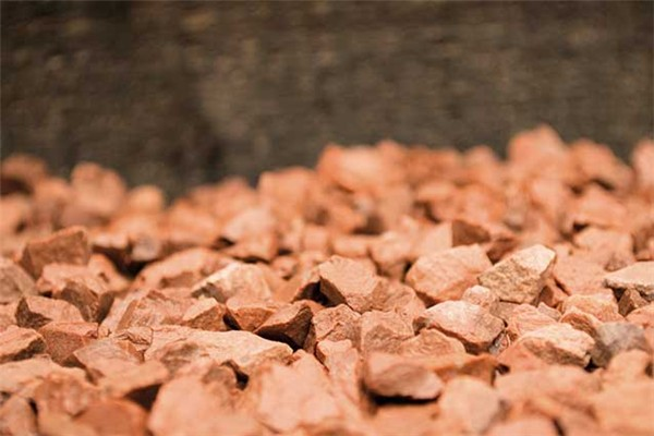 Our Red Chippings is supplied in mini bags and it is available in 14mm. Chippings are used to enhance any landscape or building project, most commonly on driveways, water features and ponds, borders, rockeries, footpaths and walkways